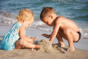 bambini in spiaggia 2