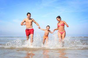 famiglia in spiaggia
